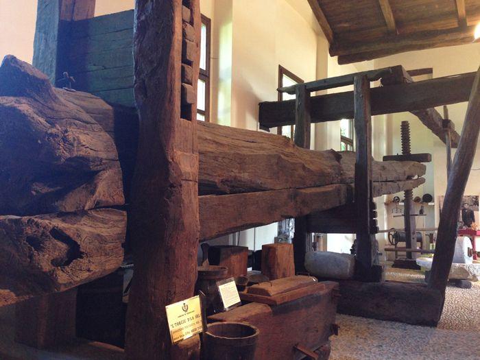 Sehenswert: Diese 12 Meter lange Baumpresse aus dem 17. Jhd. steht im Ethnographischen Museum in Romagnano Sesia (Novara, Italien) www.museostoricoromagnano.it Damit wurden Trauben, Getreide & Co. gepresst #novaround