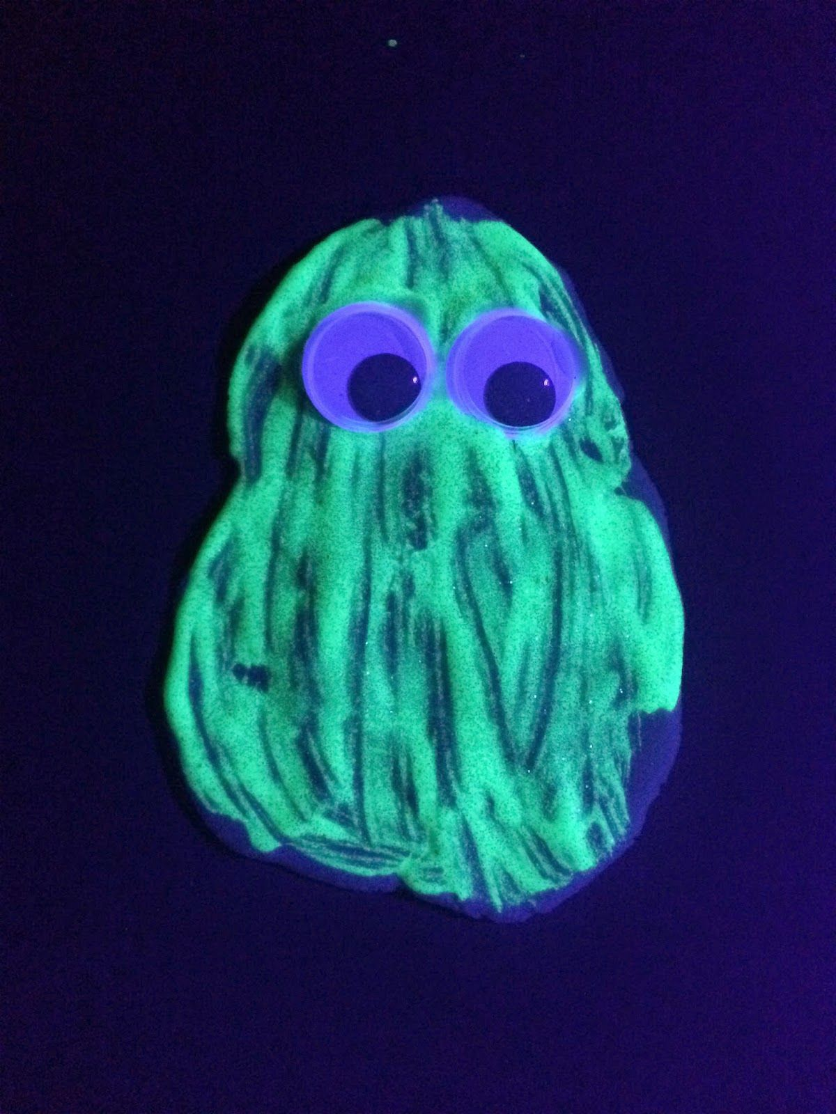 Mini and Mommies Glow In the Dark Paint Projects