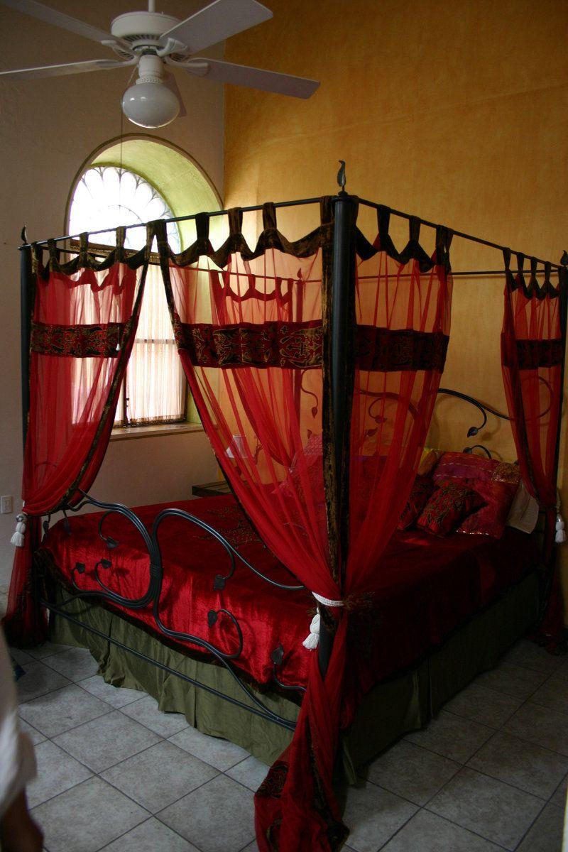 four poster bed - Gotische Himmelbettvorhnge