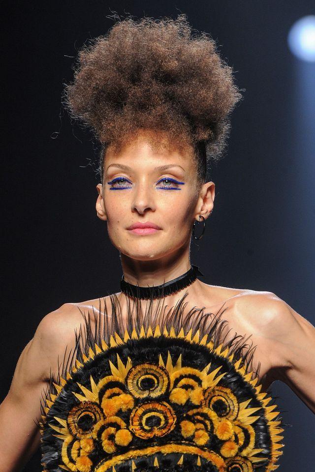 Defile Haute Couture Jean Paul Gaultier Honore La Bretagne Et La Mariniere Haute Couture Couture Coiffe Bretonne