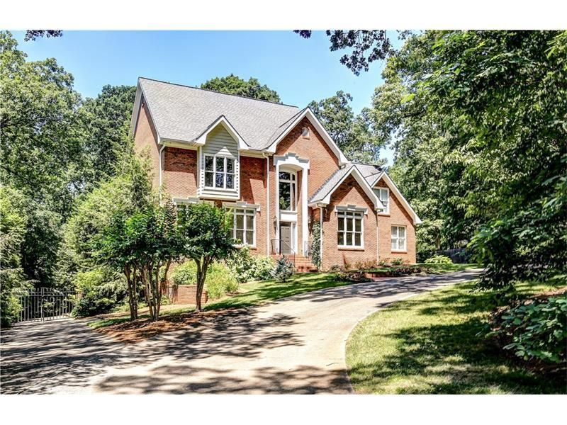 Single Family Property For Sale with 4 Beds & 5 Baths in