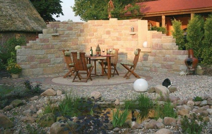 Steinmauer als sichtschutz im garten for Steinmauer als sichtschutz