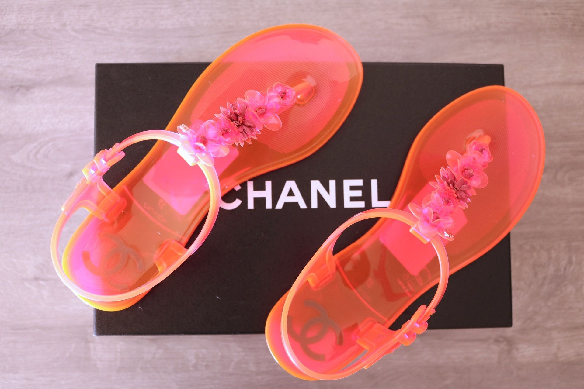 cce50636c634 CHANEL HOT PINK BEACH NEON THONG FLATS FLAT JELLY SANDAL SANDALS THONGS  SHOES