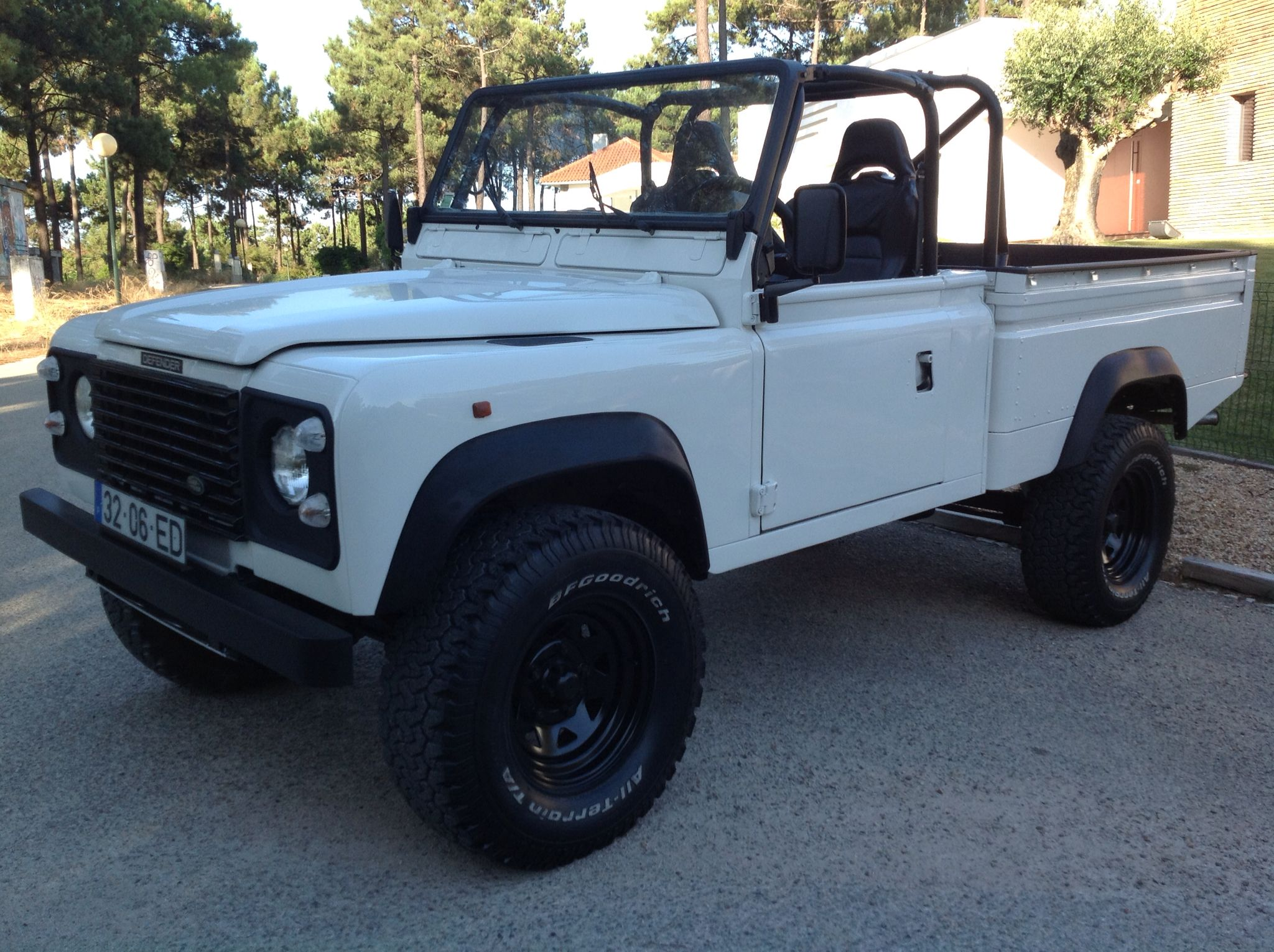 defender 110 cabrio pick up trucks land rover defender. Black Bedroom Furniture Sets. Home Design Ideas