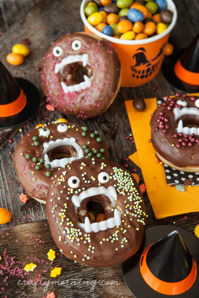 Vampire Halloween Donuts - fun halloween breakfast idea for the kids! Halloween ...,  #breakf... #halloweenpartygamesforkids