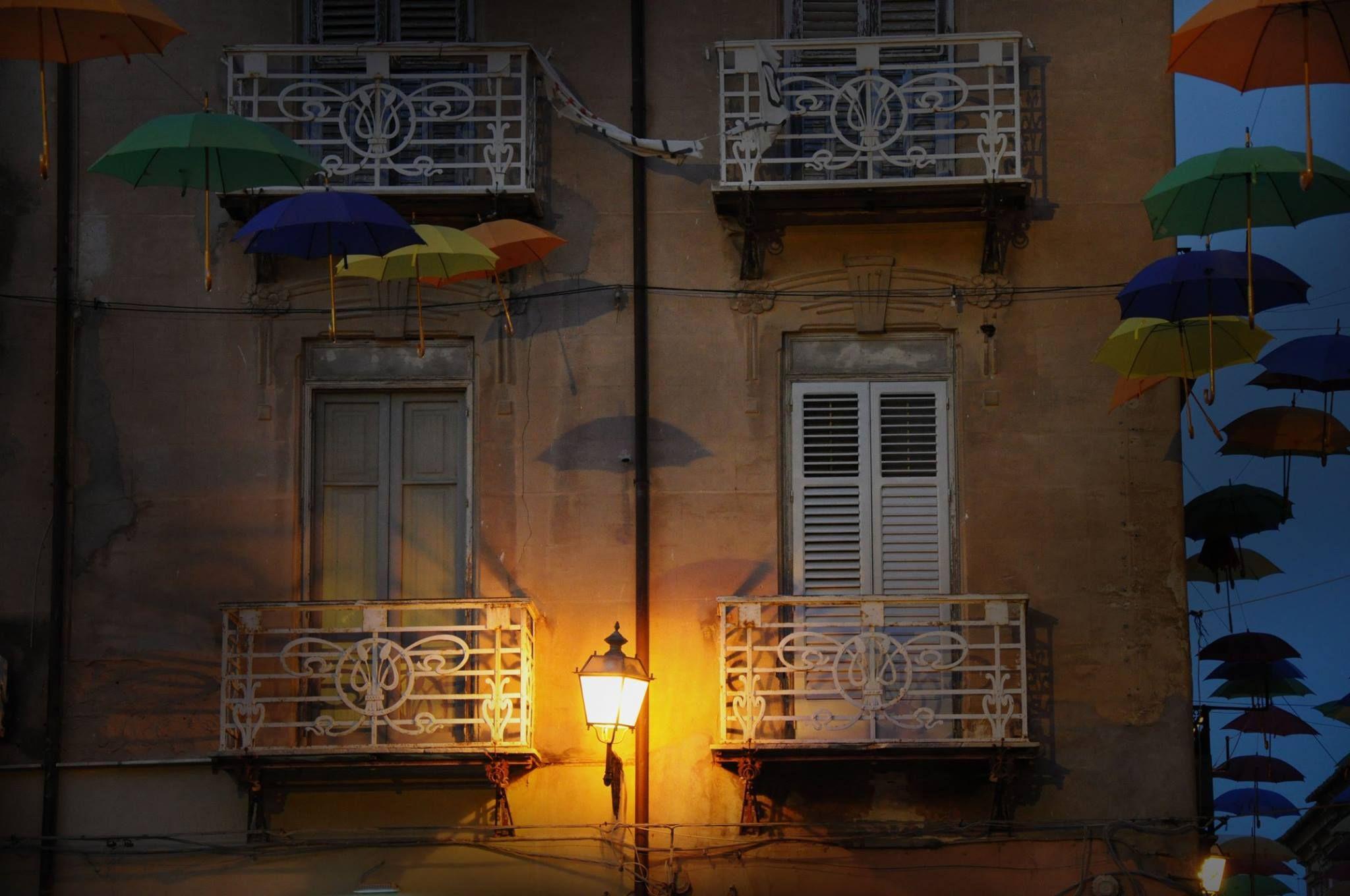 Licata: centro storico! #Licata #photography #vicoli #city #architechture #colour #ombrellini #fotografia #nikon #summer
