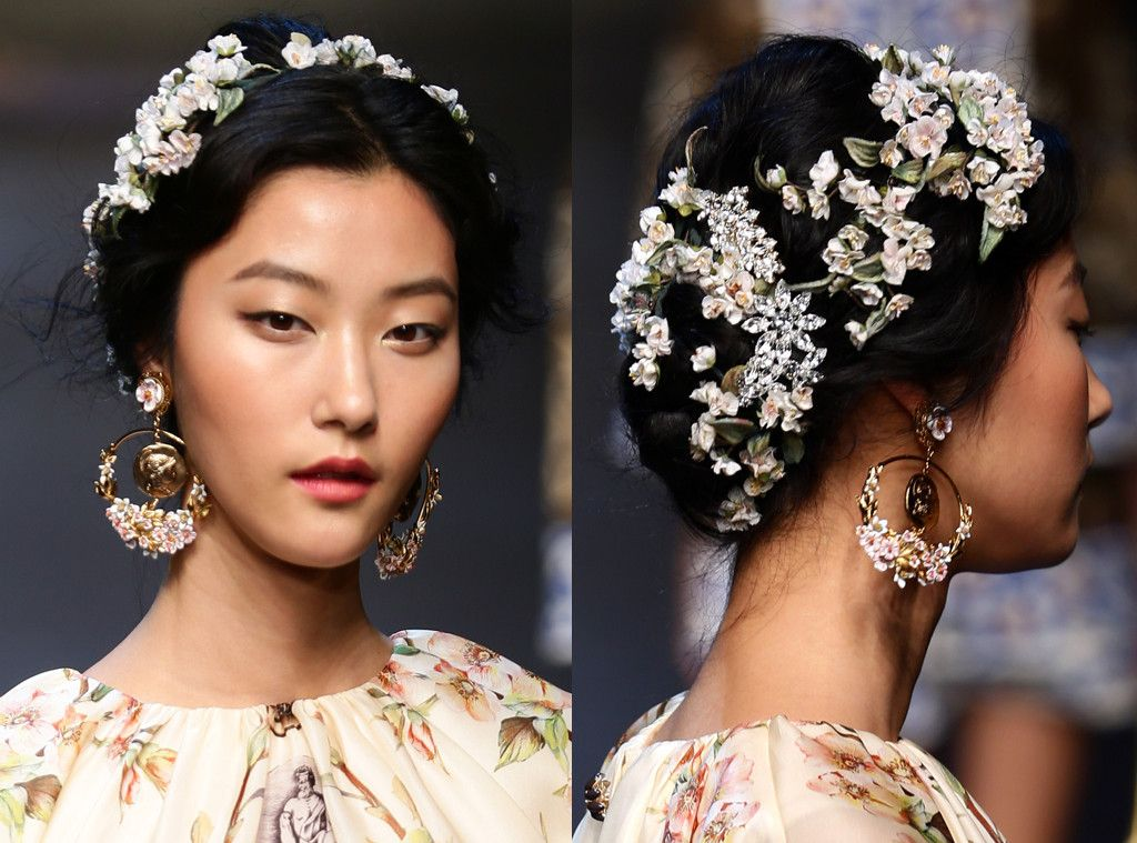Dolce Gabbana From Prettiest Floral Hairstyles Ever To Hit The Runway Floral Hair Floral Wedding Hair Flowers In Hair