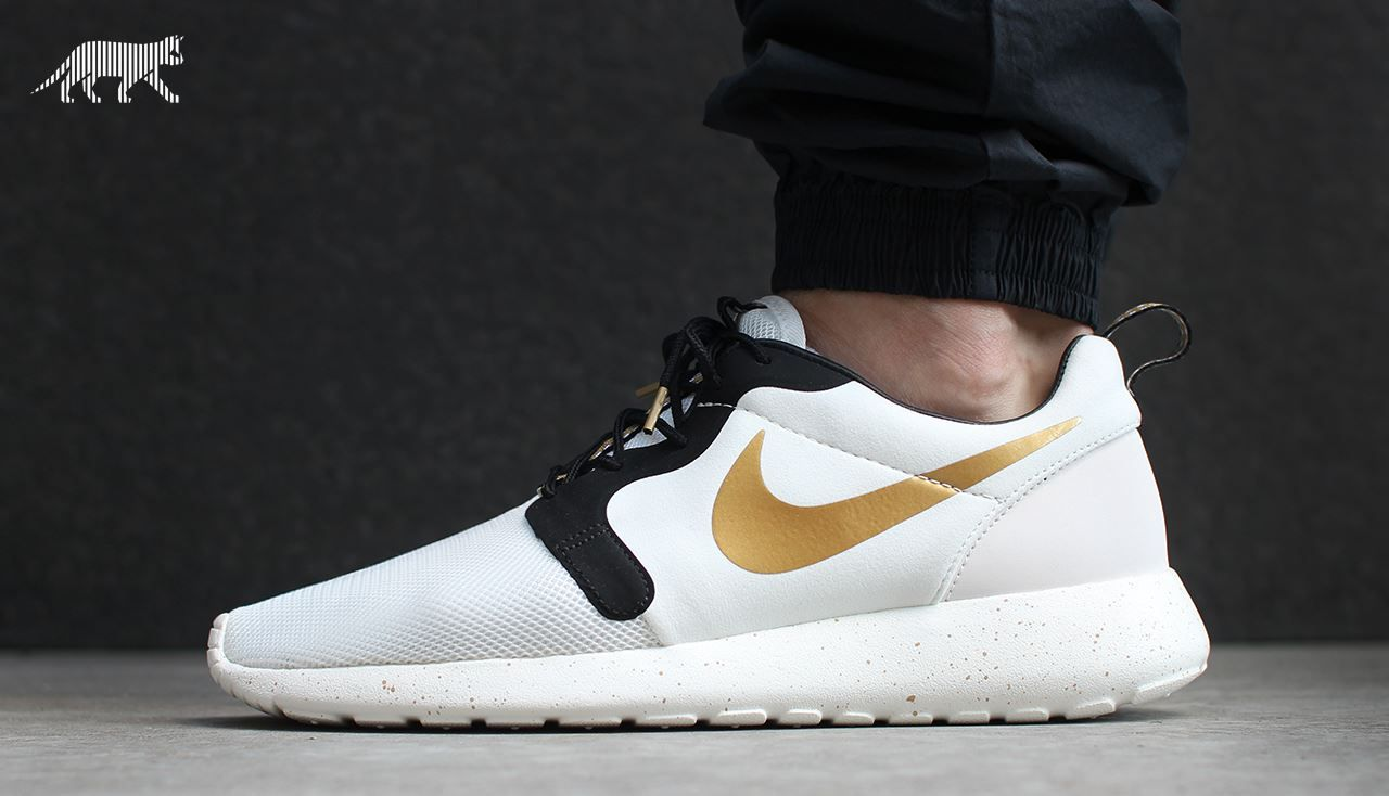 07d3683f84b4a Nike Roshe Run Hyperfuse  Gold Trophy  (by asphaltgold)