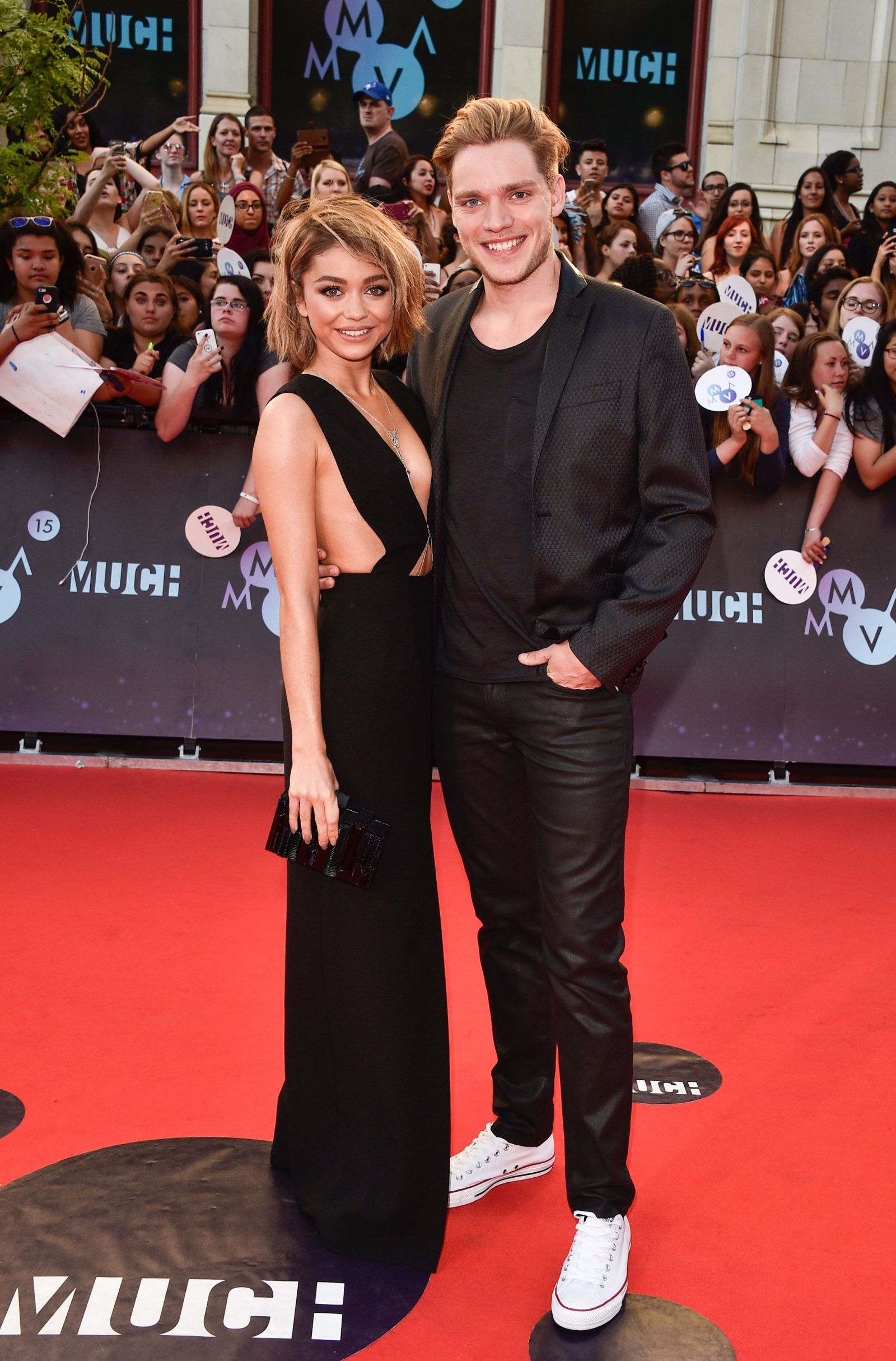 Sarah Hyland And Dominic Sherwood Just Took Their Relationship To A Whole New Level Promis Chroniken Der Unterwelt Constantin Film