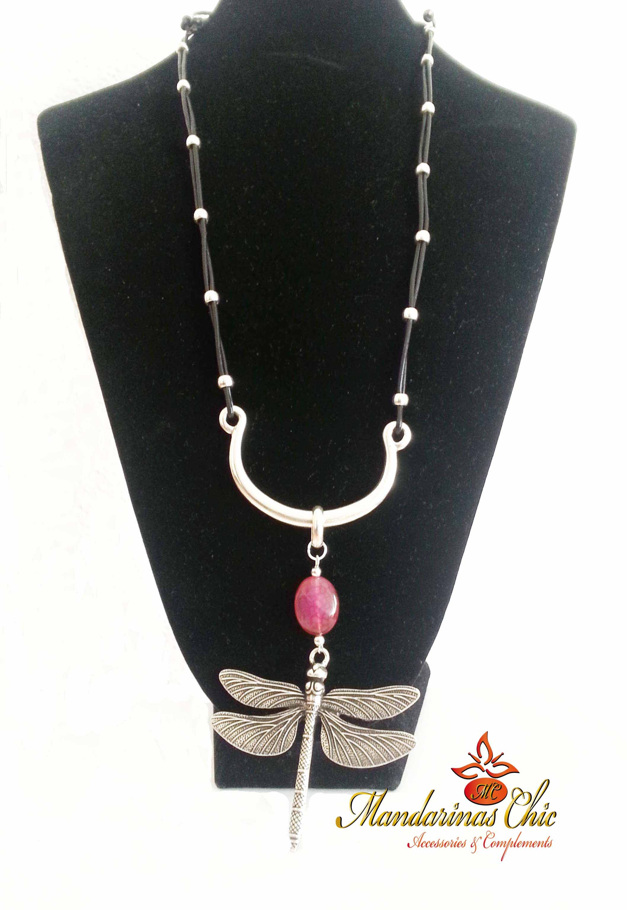 a78473f0a807 Collar largo con cuero, pieza central y #libélula grande de zamak ...
