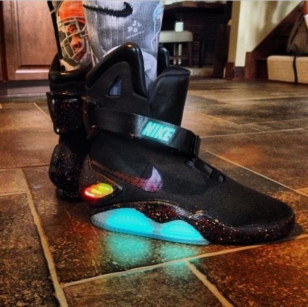 a4dfbcec14b Celebrity Sneaker Watch  Joe Haden Wears Nike Air Mag  Black Mag  Custom