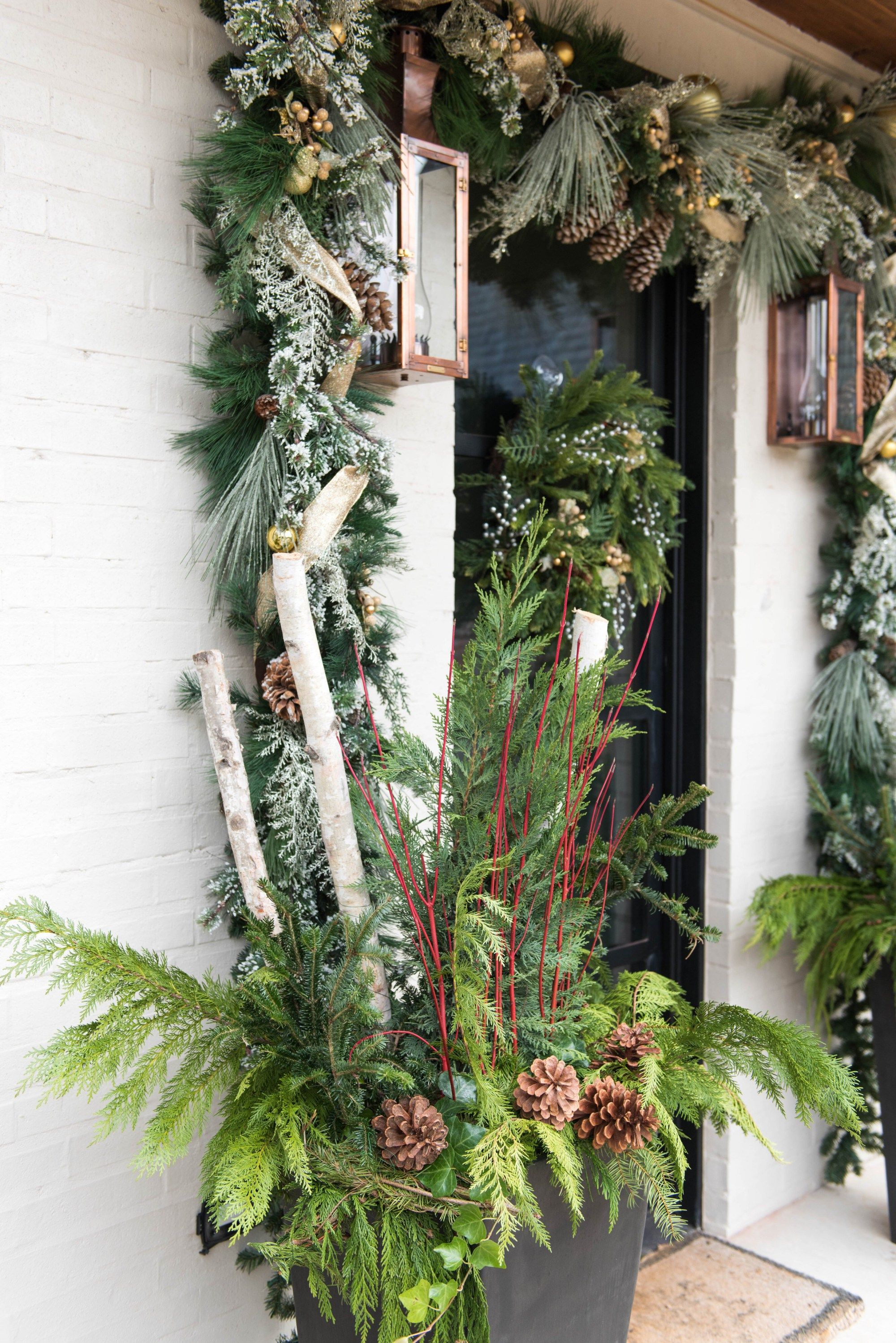 Fresh ferns and garland outfit this beautiful #Oklahoma home