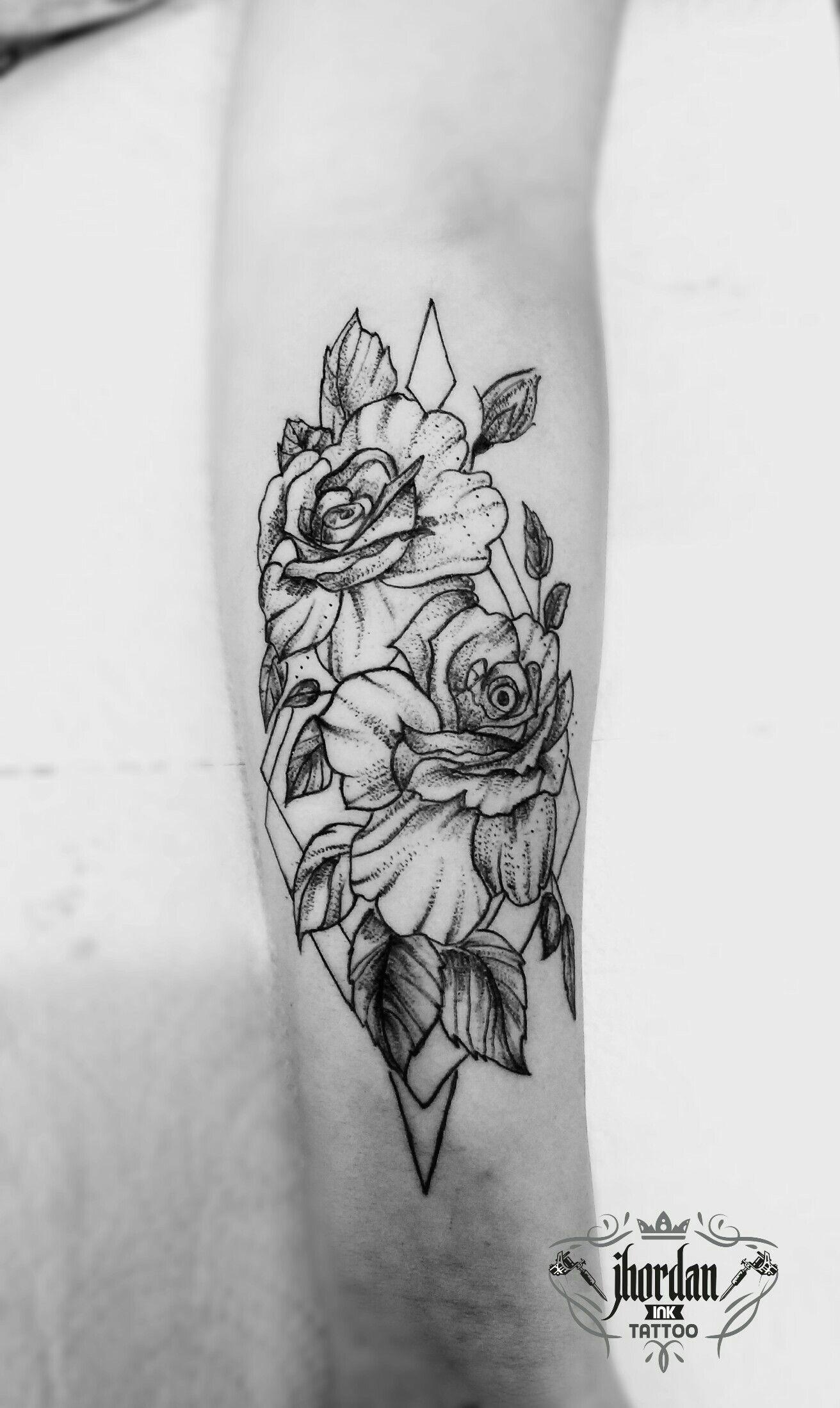 Straight Line Tattoo Artist Uk : Tatuagem rosas no ante braço feminina dotwork linework
