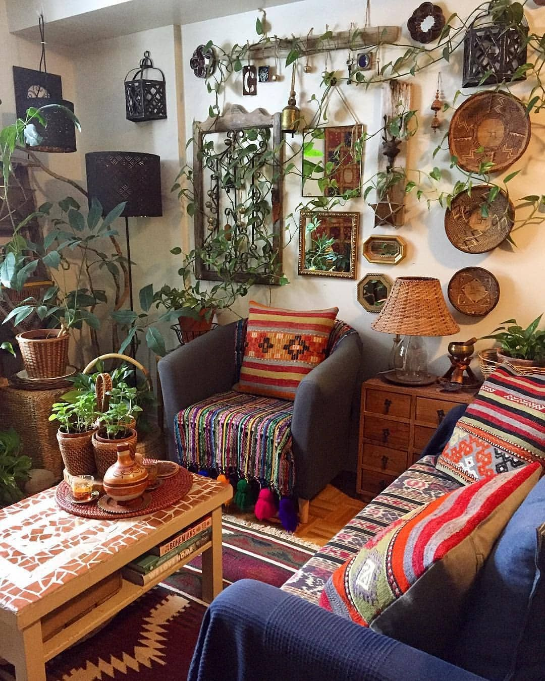 Credit Plantandwander Sharing Some Boho Jungle Vibes For This Saturday Morning Have A G Bohemian Living Room Decor Home Decor Bohemian Style Decor Jungle living room ideas
