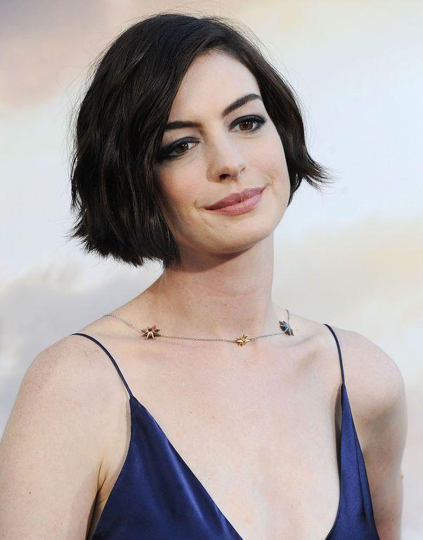 R sultat de recherche d 39 images pour coupe de cheveux carr court droit de dos mode - Carre droit long ...