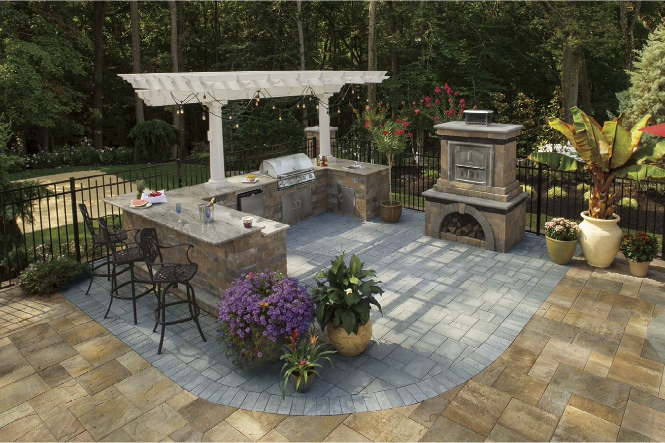 Cambridge Pavers Outdoor Kitchen With A 2 Column Pergola