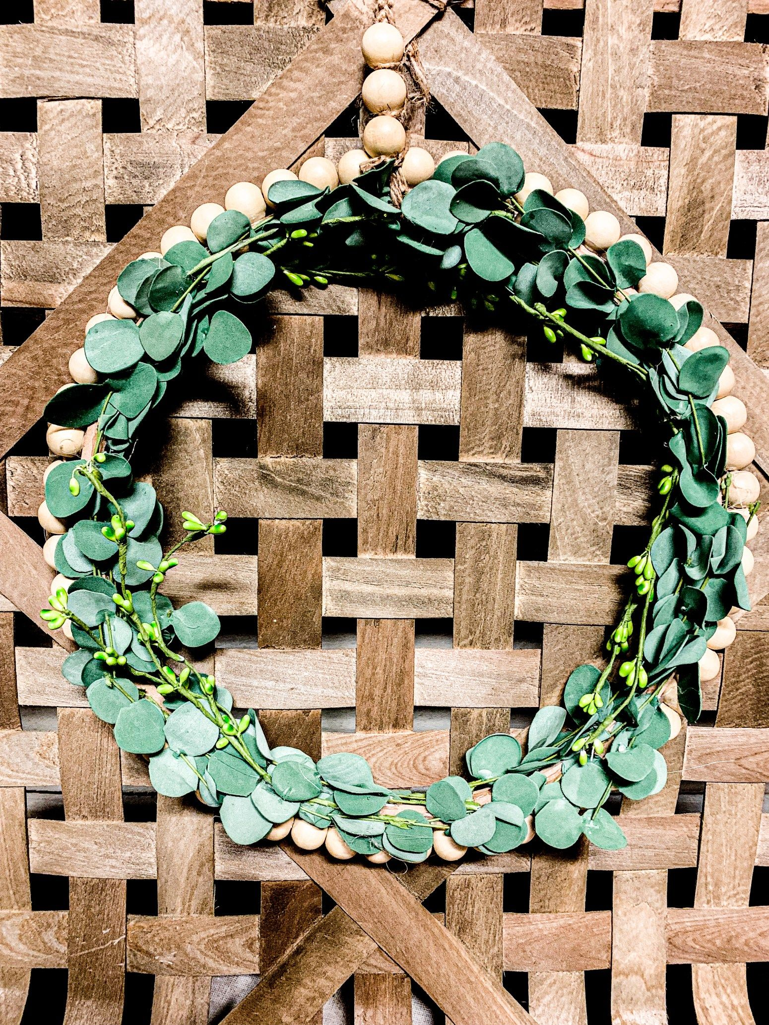 Photo of DIY farmhouse pearl eucalyptus wreath – Lizzy & Erin