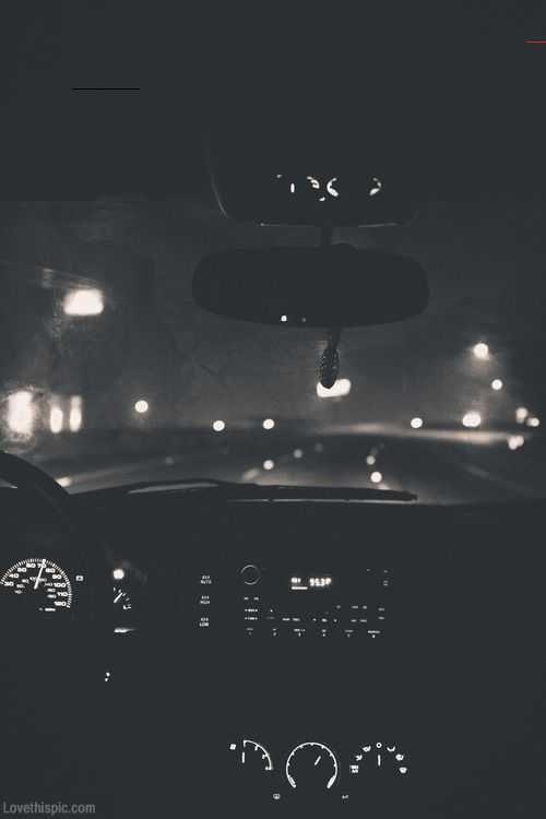 Nacht, die dunkle Nachtlichter der Fotografie Schwarzweiss-Autos fährt - Black Insta - #Black #der #die #dunkle #fährt #fotografie #Insta #nacht #Nachtlichter #SchwarzweissAutos<br>