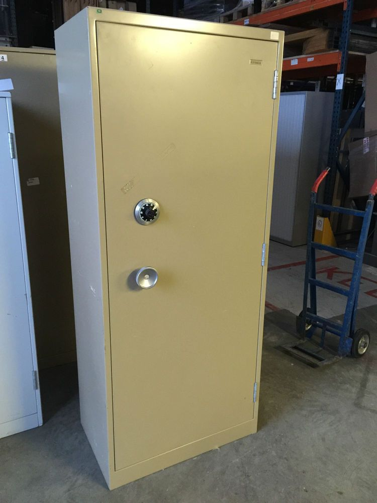 Used Ex-MOD Heavy Single Door Safe - Class 4 Secuirty Chubb Manifoil Lock & Used Ex-MOD Heavy Single Door Safe - Class 4 Secuirty Chubb Manifoil ...