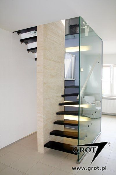 Halbgewendelte Treppe / Holzstufen / Metallstruktur / Ohne Setzstufe LILIA  1 GROT