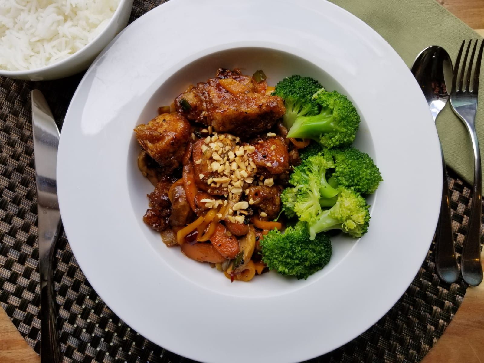 How Fresh And Appetizing Is Our Kung Pao Chicken This Healthy Nutrient Dense Dish Is Packed With Protein Vitamins With Images Healthy Meals Delivered Healthy Halal Meals