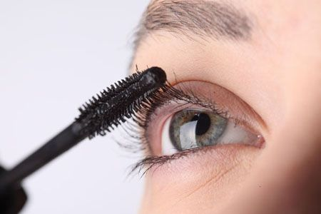 Five Natural Ways to Help Your Eyelashes Grow