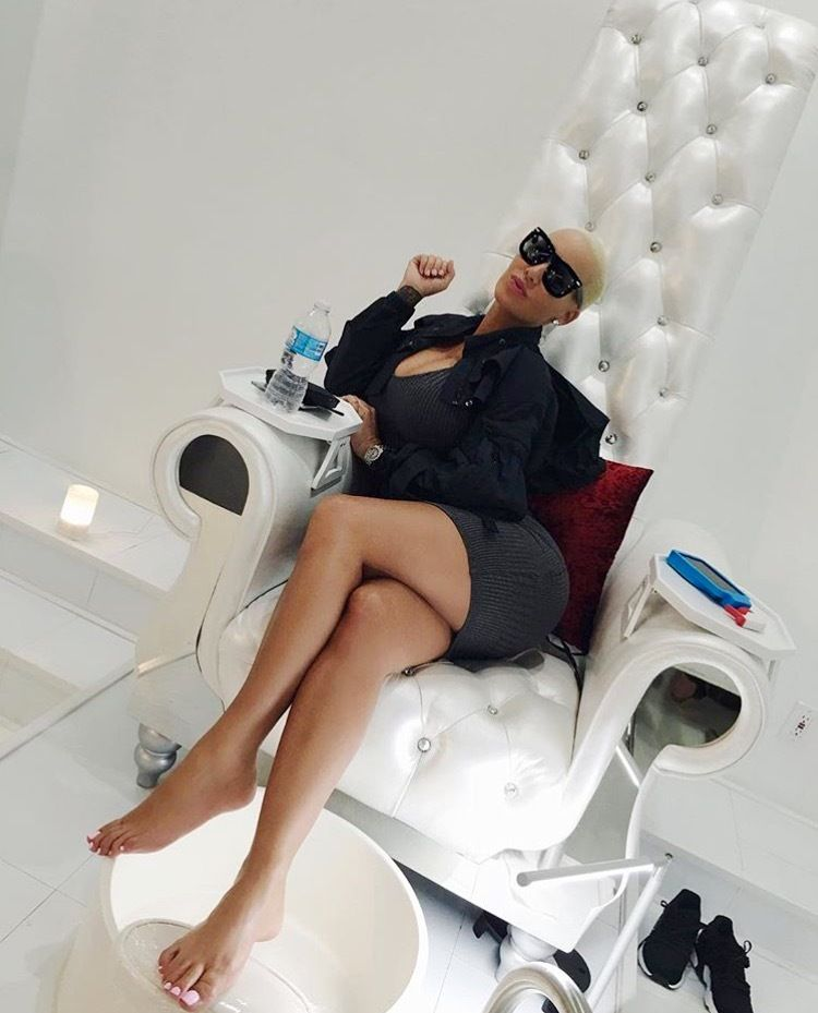 Amber rose toes can