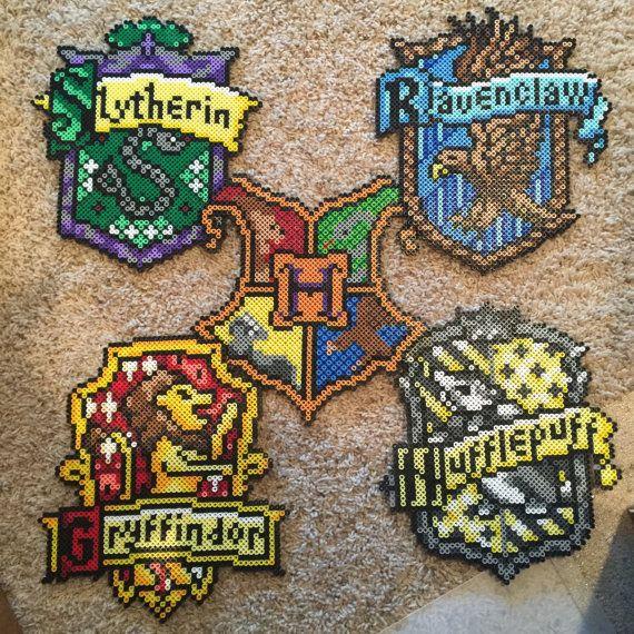 Hogwarts Crests Hogwarts Slytherin Gryffindor Hufflepuff Ravenclaw Hogwarts Wappen Bugelperlen Eisenperlen