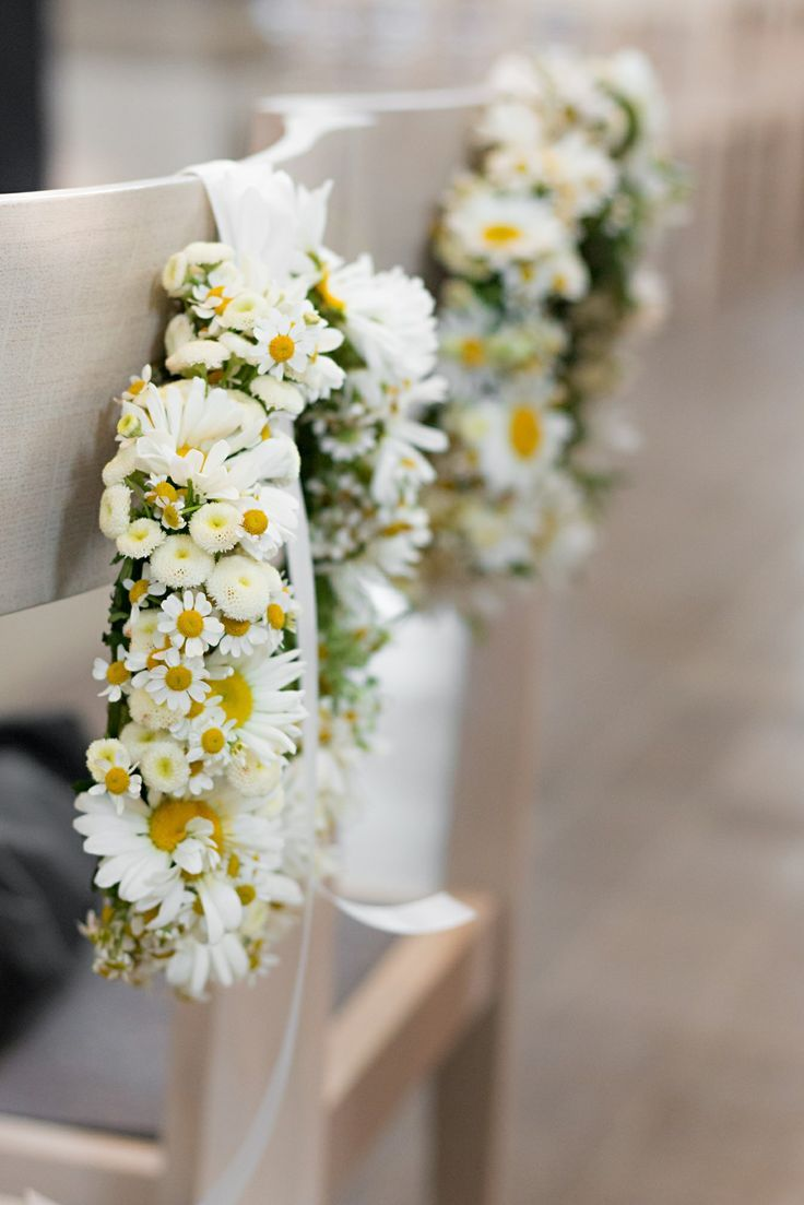Beautiful floral wreaths with daisies for the church. Florist: Marike Sch … – Home Page
