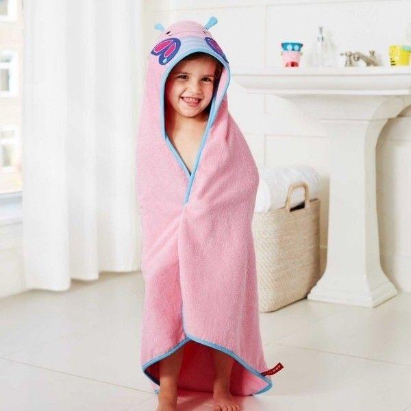 Toalha com capuz do tamanho da criança para depois de um banho relaxante. 100% absorvente com detalhes bordados. Maciez e conforto para uma pele sensível.  Compre pelo site: www.missybaby.com.br