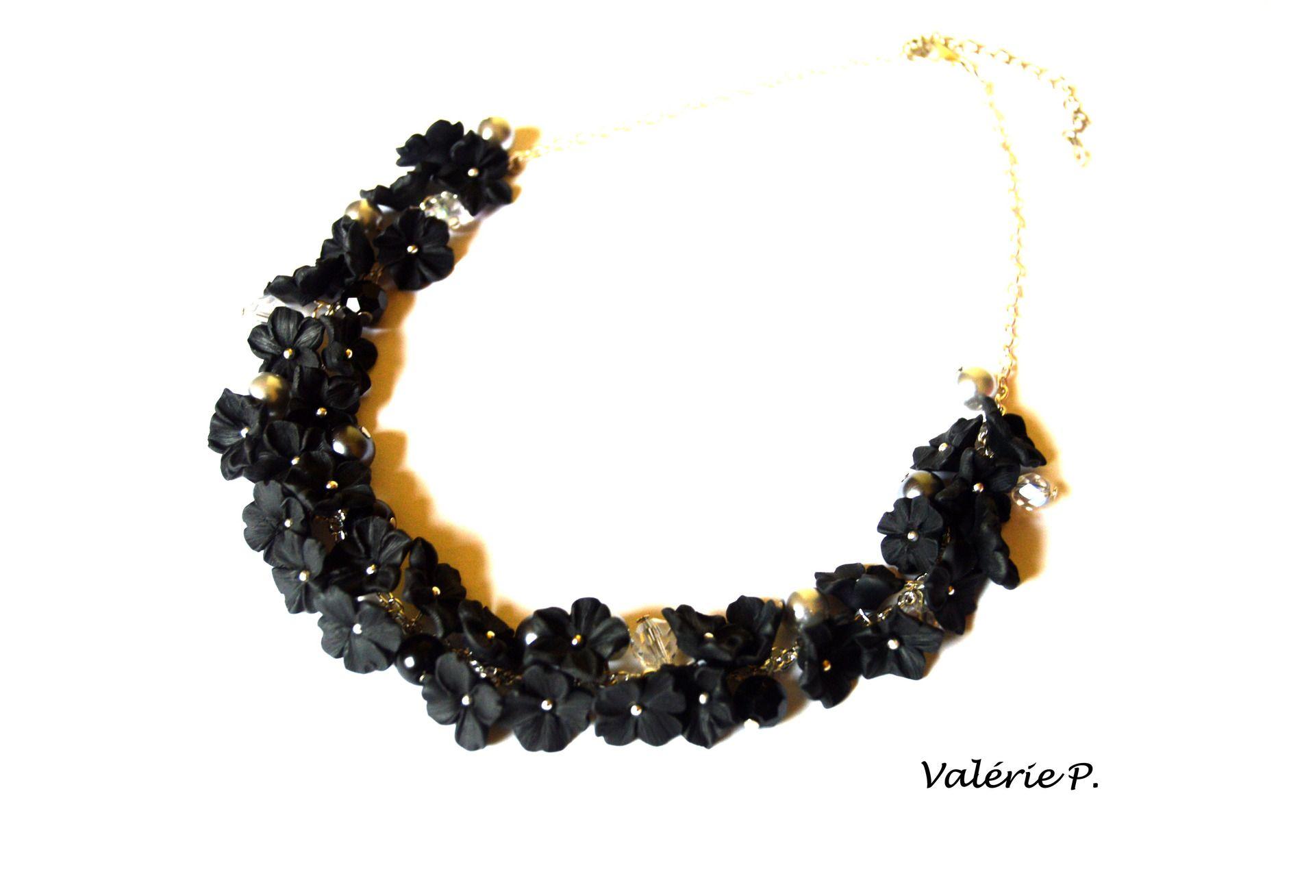 """colliers ras du cou """"fleurs noires"""" en pâte polymère fimo : Collier par valerie-p"""