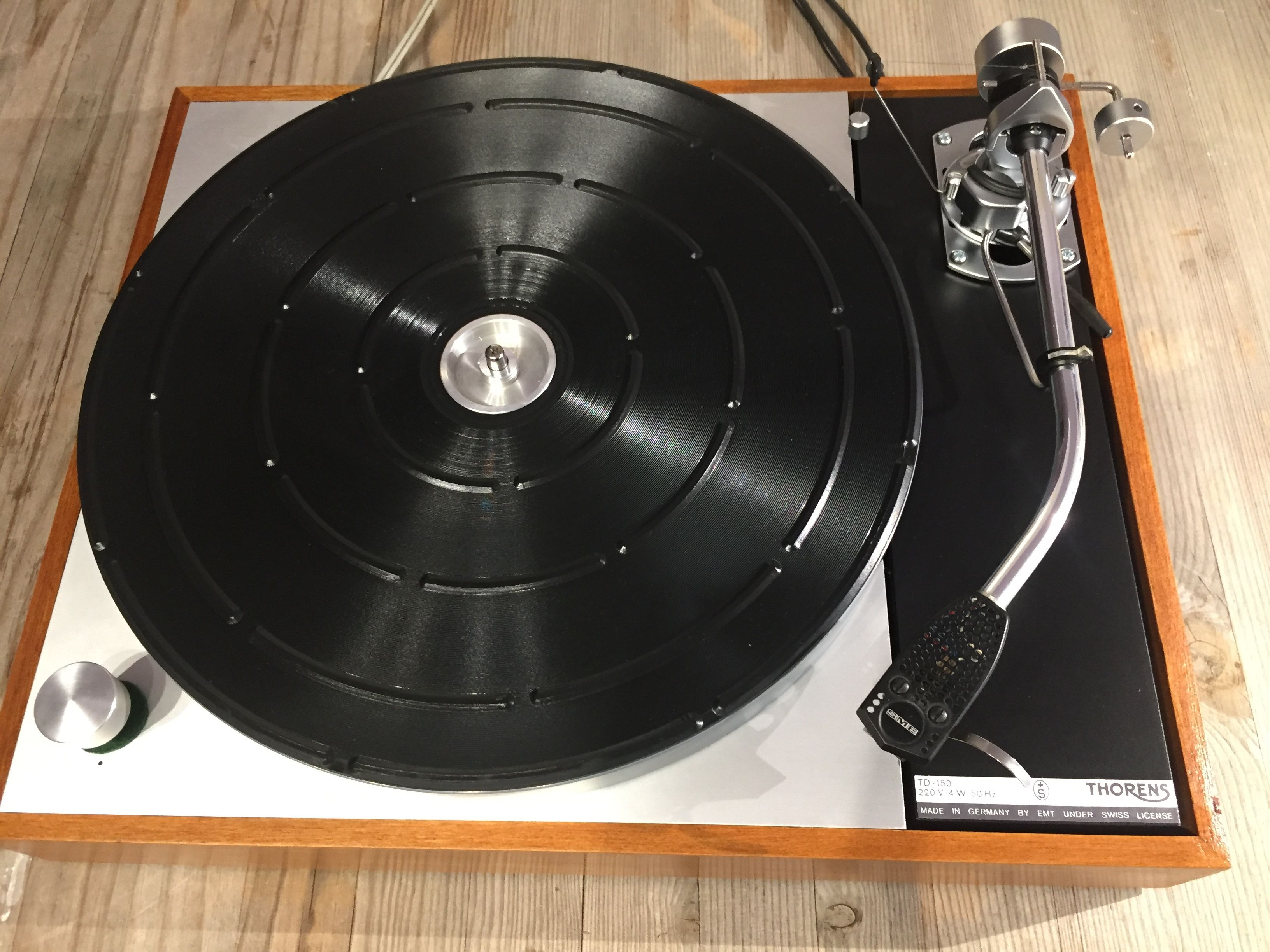 This is my refurbished turntable, a Thorens TD 150 with SME