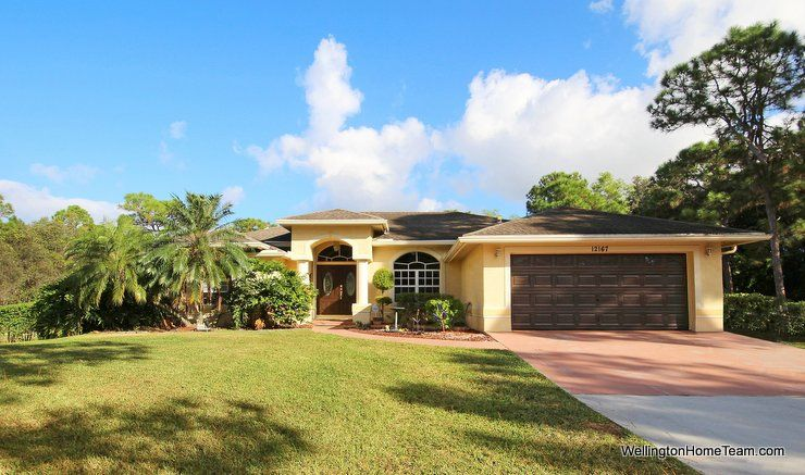 Great One Story Pool Home For In West Palm Beach Florida Situated On 1 15 Acres This Fully Fenced Features 4 Bedrooms 3 Bathrooms And