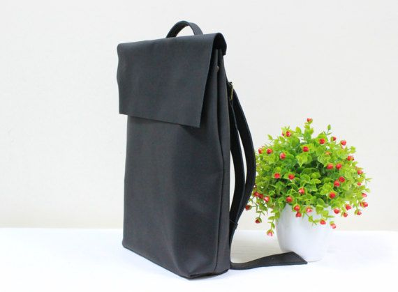 """dcfb1e2e5d12 This MacBook leather bag is large and roomy enough to hold a 15"""" laptop  along with your books and things you need to carry around in your everyday …"""