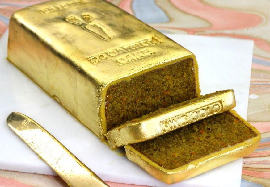 Gulerodkage i 24 karat guld, få opskriften og se en instruktionsvideo af, hvordan du selv kan lave den.