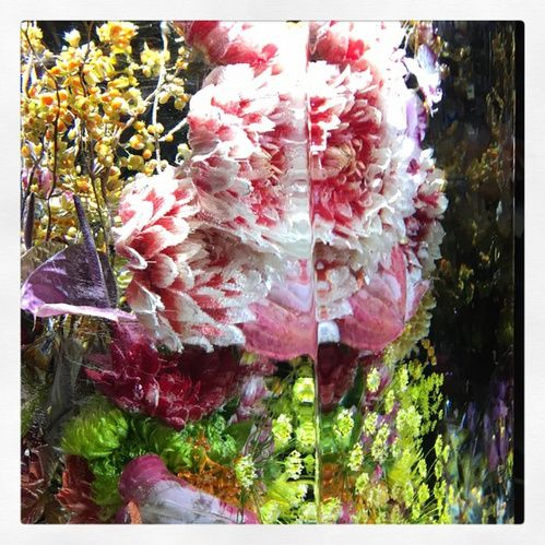 Zoom Sur Azuma Makoto Le Floral Artist Qui A Signe Le Set Du Defile