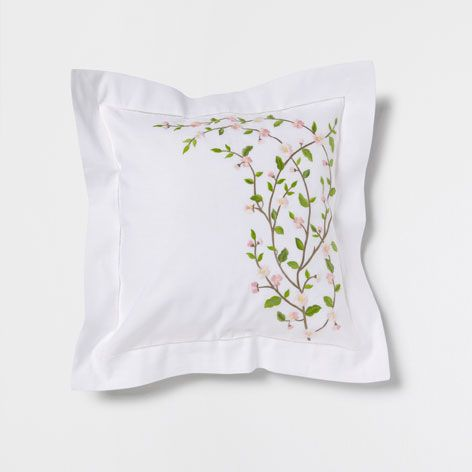 coussin broderie fleur cerisier coussins lit zara home france spring coussin lit lit. Black Bedroom Furniture Sets. Home Design Ideas