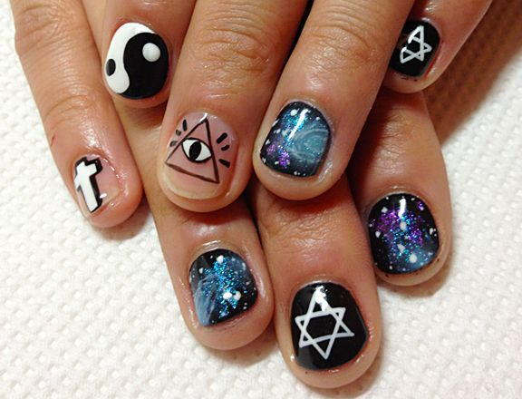 We Cant Stop Seeing Eyeball Nail Art Everywhere