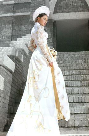 Vietnamese traditional morning tea ceremony dress. Wedding Season ...