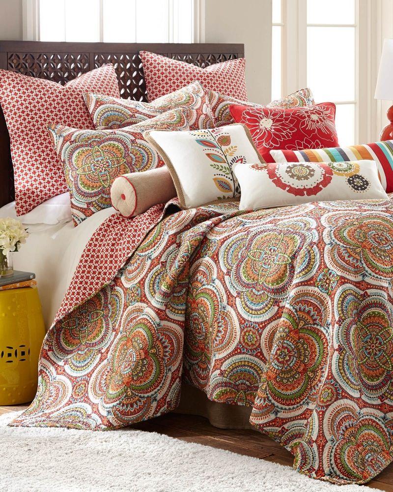 Floral Medallion Luxury Quilt Twin, Main View Designer