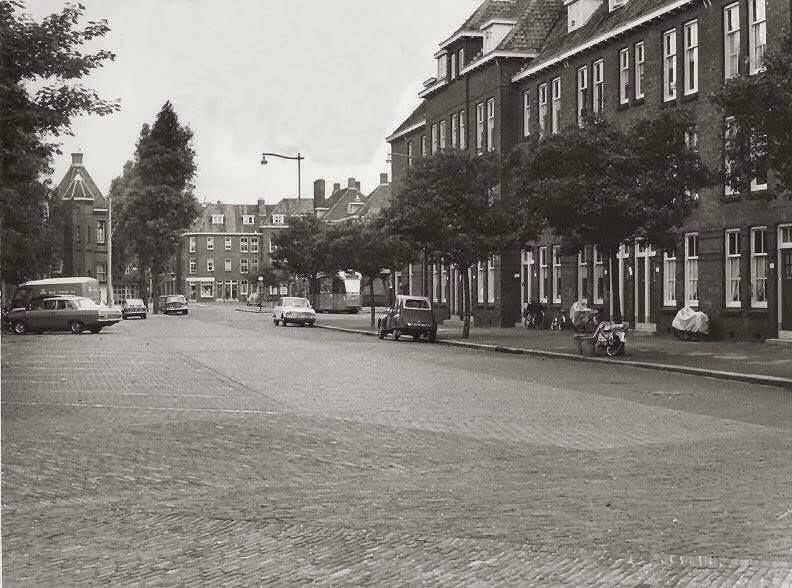 Rotterdam Spangen - Spartastraat. Aan het einde van de straat 'het  kasteel'. | Rotterdam, Nederland, Stad