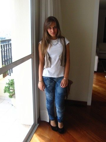 Get this look: http://lb.nu/look/247557  More looks by Carolina Sanches: http://lb.nu/xoxglam  Items in this look:  Sidewalk Fringe Purse, Zara Plain White Tshirt, Diy Bleached Skinny Jeans, Vest, Melissa Ultra Wedge, Bleudame Headband Used As A Necklace, I've Got It From My Mama (Lol) Pearl Necklace