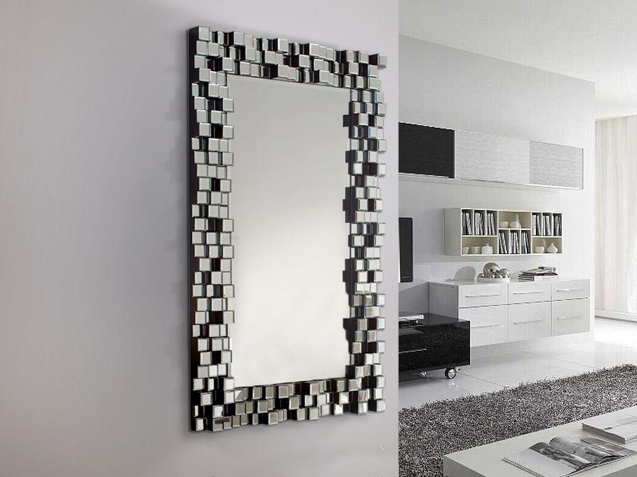 Nádherné nástenné zrkadlo s rámom zloženým s malých nepravidelne rozložených 3D zrkadlových štvorčekov. Ako inak, z dielne Gaudia. Na sklade v druhej polovici septembra! Rozmery: 130cm x 80cm Materiál: MDF, zrkadlo
