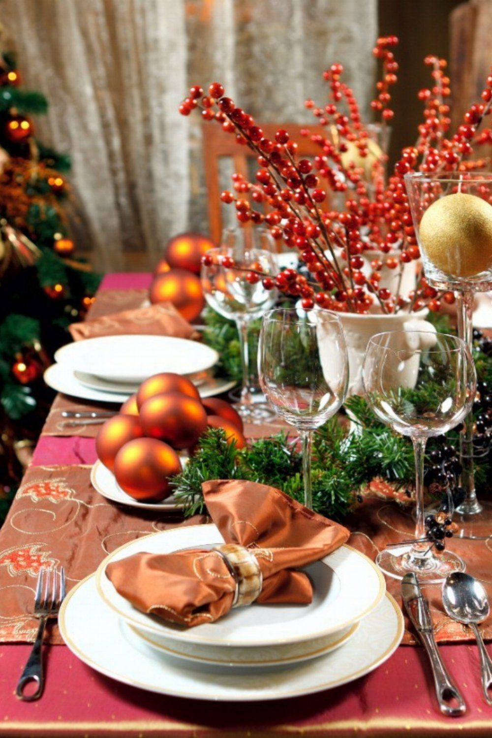 5 Ideas On How To Prepare The Best Dining Table Decor For Christmas In 2020 Christmas Table Decorations Christmas Table Christmas Dinner Table