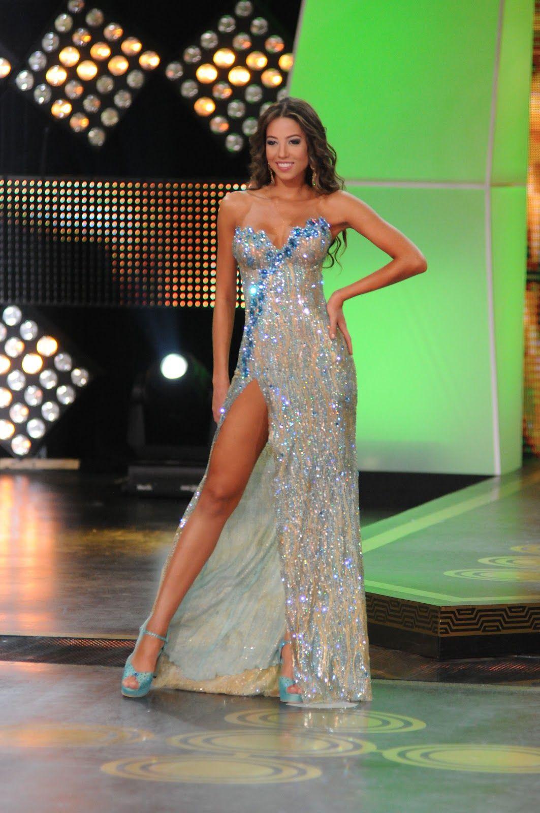 e6c886d48ed0 vestidos de gala para reinas - Buscar con Google   Cosas que ponerse ...