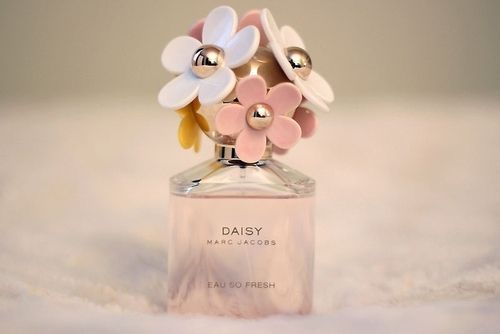 Daisy - Marc Jacobs Smells like a million of flowers !