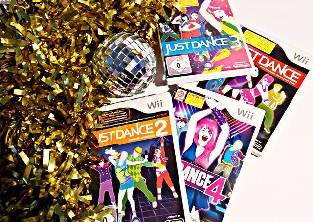 Wer mich von den Youtube Videos her kennt, der weiß, dass mich tanzende Menschen glücklich machen. Ich tanze selbst auch gerne, wobei man vielleicht eher sagen sollte, dass ich zur Musik abrocke. Kein Wunder das ich eine Schwäche habe für Musical-Verfilmungen, Musikvideos und natürlich Just Dance.  Ich diesem Sinne drehe ich jetzt mal spotify auf und feiere diesen Tag - natürlich tanzend!  #JustDance #Dance #Tanzen #Wii