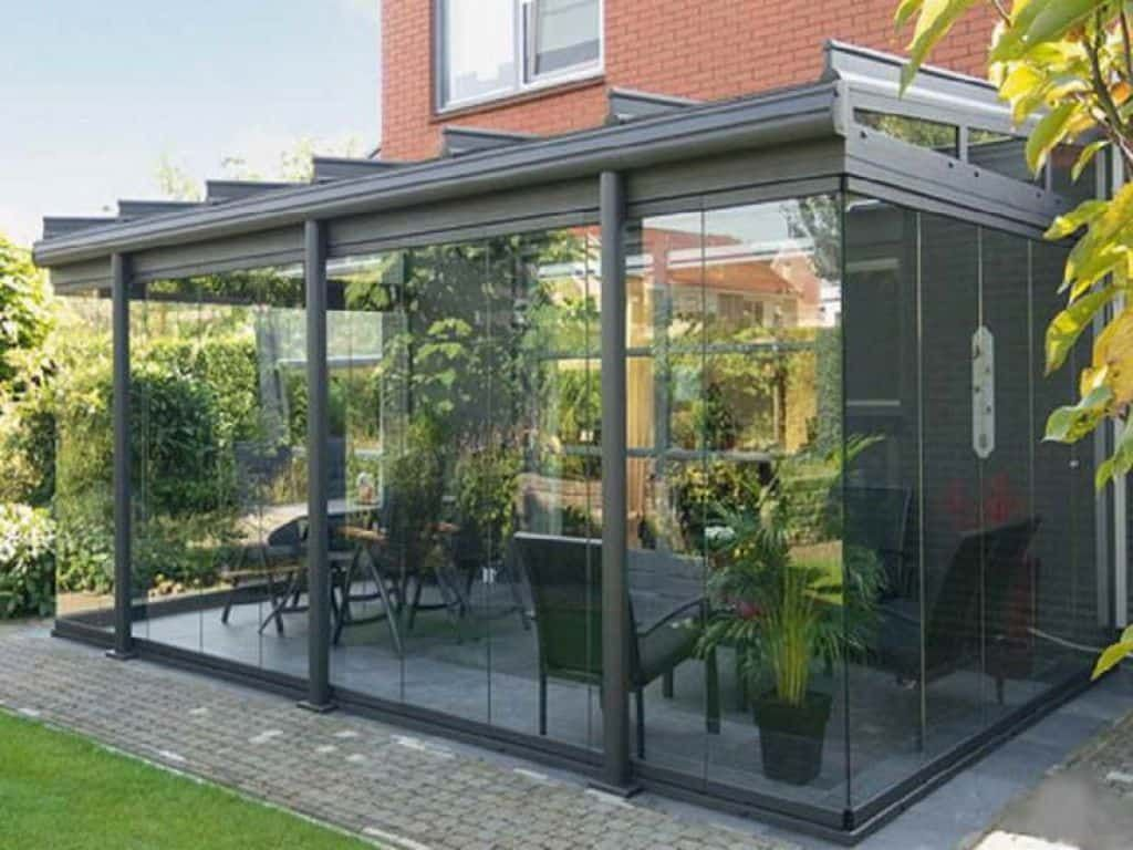 Modern Enclosed Patio With Glass Walls Outdoor Enclosed Patio Can Add Value In Your House Eclecticandrustichomedecor Patio Enclosed Patio Backyard Gazebo