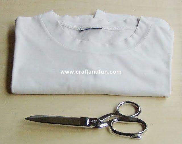 Tecnica per trasformare vecchie magliette in un filato continuo