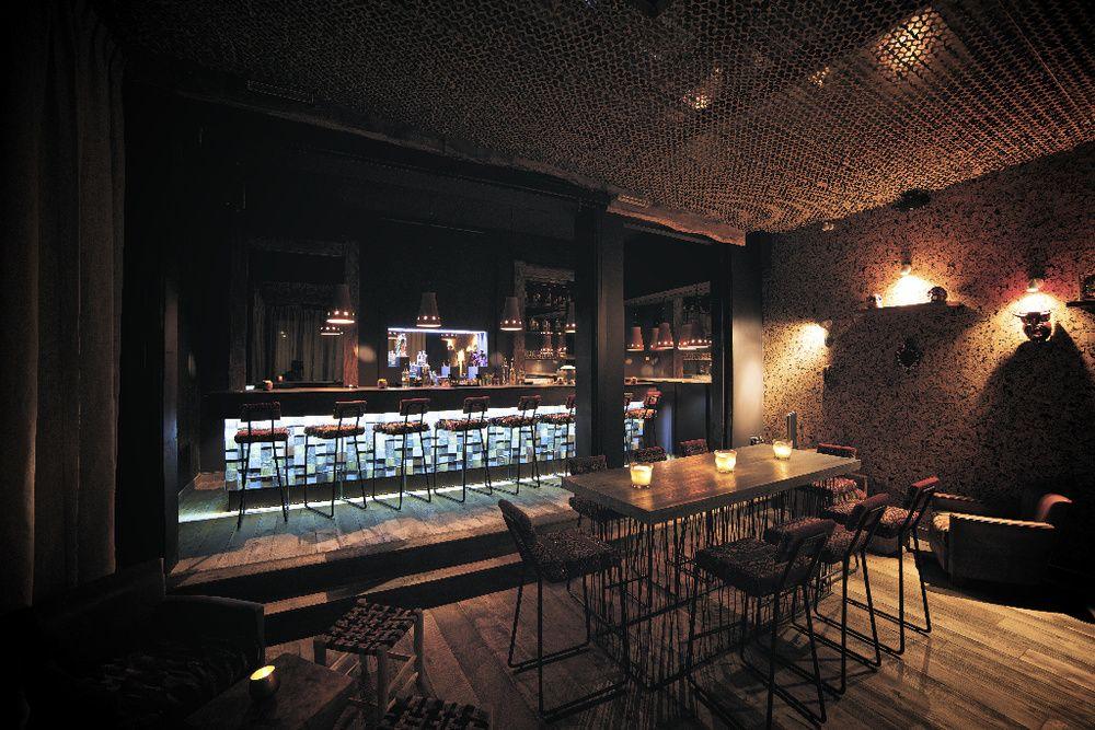 Les plus beaux bars cach s de paris place to be paris for Hotel design 75003